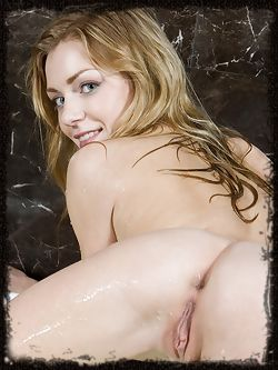 Sharon D gets down and dirty in the bathtub